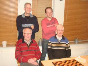 Vlnr boven: Peter Bosch, Gerben te Raa Vlnr onder: Herman Meenink, AB van Ooijen